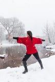 Winter-Yoga-Praxis Stockfoto