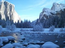 Winter in Yosemite lizenzfreie stockfotos