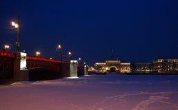 Winterabend auf dem Damm Lizenzfreie Stockfotografie