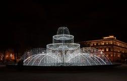 Winterabend und der neues Jahr ` s Brunnen Stockbilder
