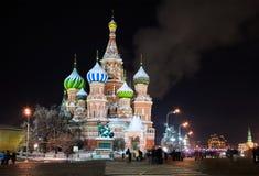 Winteransicht der Kathedrale des Heilig-Basilikums Stockfotos
