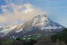 Winteransicht des kleinen Dorfs in Navarre Stockfotografie