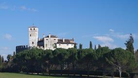 Winteransicht des mittelalterlichen Villalta-Schlosses stockfoto