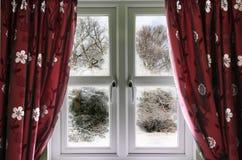 Winteransicht von einem Fenster stockfotos