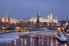 Winteransicht von Moskaufluß und Kremlin Lizenzfreies Stockbild