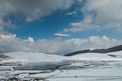 Winteransicht von Pantani di Accumoli in Lazio Stockbilder