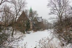 Winteransicht von Svenska Gustafskyrkan nahe Fort Castellet in Kopenhagen, Dänemark stockbilder