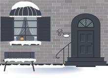 Winteraußentür des Hauses und ein Fenster mit einer alten Lampe mit einer Kerze und transparenten Vorhängen vektor abbildung