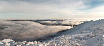 Winteraufstieg zum Berg-iremel Republik von Bashkortostan lizenzfreie stockfotos