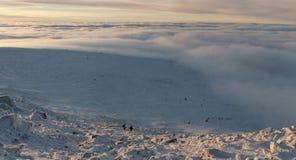 Winteraufstieg zum Berg-iremel Republik von Bashkortostan stockfotos