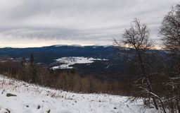 Winteraufstieg zum Berg Zigalga Republik von Bashkortostan lizenzfreies stockfoto