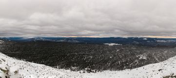 Winteraufstieg zum Berg Zigalga Republik von Bashkortostan stockbild