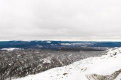 Winteraufstieg zum Berg Zigalga Republik von Bashkortostan lizenzfreie stockfotografie