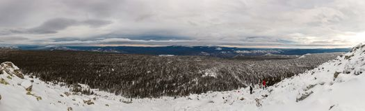 Winteraufstieg zum Berg Zigalga Republik von Bashkortostan stockfoto