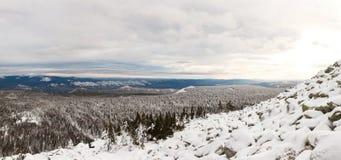 Winteraufstieg zum Berg Zigalga Republik von Bashkortostan lizenzfreies stockbild