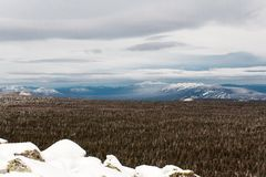 Winteraufstieg zum Berg Zigalga Republik von Bashkortostan stockfotografie