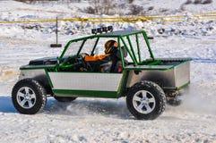 Winterautomobilsport auf behelfsmäßigen Maschinen. Lizenzfreie Stockfotos