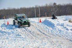 Winterautomobilsport auf behelfsmäßigen Maschinen. Lizenzfreies Stockbild