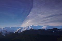 Winterbergblick von Chornogora Stockbild