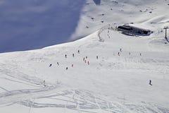 Winterberge, Panorama - Schnee-mit einer Kappe bedeckte Spitzen der italienischen Alpen Lizenzfreie Stockfotos