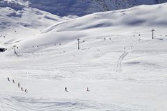 Winterberge, Panorama - Schnee-mit einer Kappe bedeckte Spitzen der italienischen Alpen Lizenzfreie Stockfotografie