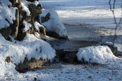 Winterbrunnen lizenzfreies stockfoto