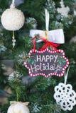 Winterdekorationen mit Weihnachtsverzierungen Stockfoto