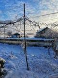 Winterdorf Rumänien lizenzfreie stockfotos
