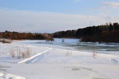 Wintereis auf dem Fluss Frost-Landschaft Stockbilder