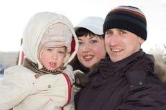 Winterfamilienportrait stockbilder