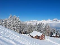 Winterfeiertagshaus stockbilder