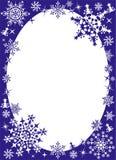 Winterfeld mit Schneeflocken Stockbild