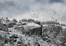 Winterfelsen. lizenzfreie stockfotos