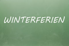 Winterferien escrito en una pizarra Fotos de archivo