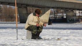Winterfischen stock video