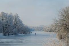 Winterfischen auf gefrorenem See Lizenzfreies Stockfoto