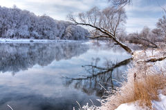 Winterfluß lizenzfreies stockbild