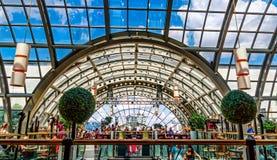 Wintergarten-Restaurant auf Dachgeschoss von KaDeWe-Kaufhaus in Berlin, Deutschland Lizenzfreie Stockfotografie