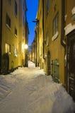 Wintergassenabend Lizenzfreie Stockfotos