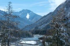 Wintergebirgsfluss (Österreich, Tirol) Lizenzfreies Stockfoto