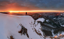 Wintergebirgslandschaft bei Sonnenaufgang, Panorama Lizenzfreie Stockbilder