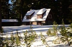 Winterhäuschen in der Crater See-Besucher-Mitte Oregon Stockfotos