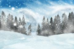 Winterhintergrund mit unscharfer Landschaft mit Fliegenschnee lizenzfreies stockbild