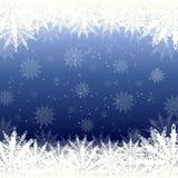 Winterhintergrundschnee und -schneeflocken Lizenzfreie Stockfotos