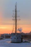 Wintering sailship cityscape Lizenzfreie Stockfotografie