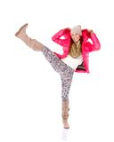 Winterjackenschal und -schutzkappe der jungen Frau tragender Lizenzfreie Stockbilder