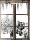 Winterlandschaft angesehen durch Fenster Stockfotografie