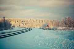 Winterlandschaft an der Dämmerung stockbilder