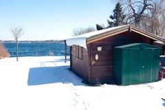 Häuschen in dem Wannsee See im Winter Stockfotografie