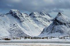 Winterlandschaft in Lofoten-Archipel lizenzfreie stockfotos